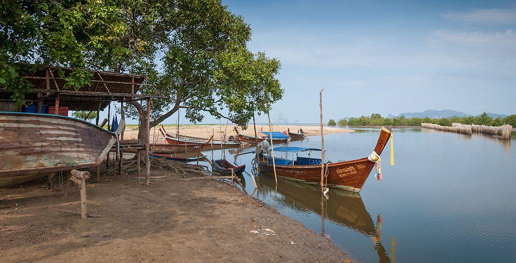 Una terra unica da scoprire a bordo di una tipica barca locale long-tail