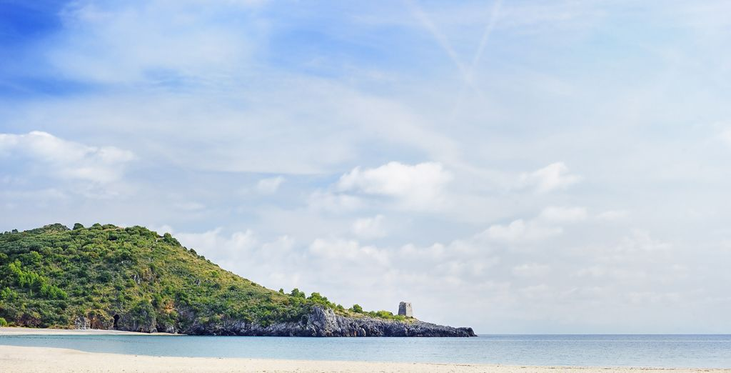 Momenti di totale relax in spiaggia per una vacanza all'insegna della tranquillità