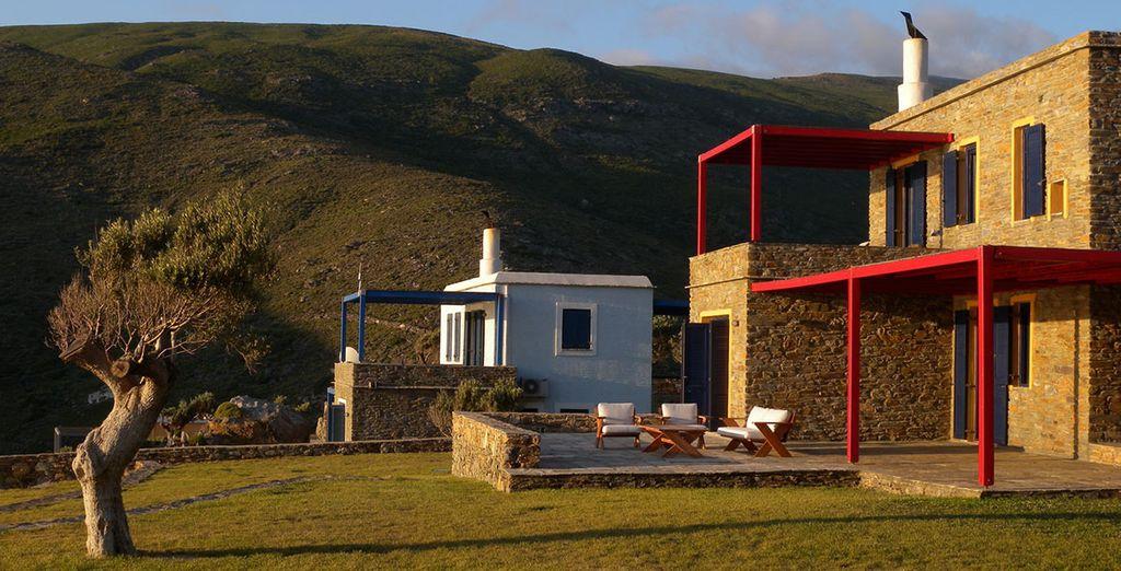 L'Aegea Blue Cycladic Resort vi apre le sue porte, immerso tra verdi colline