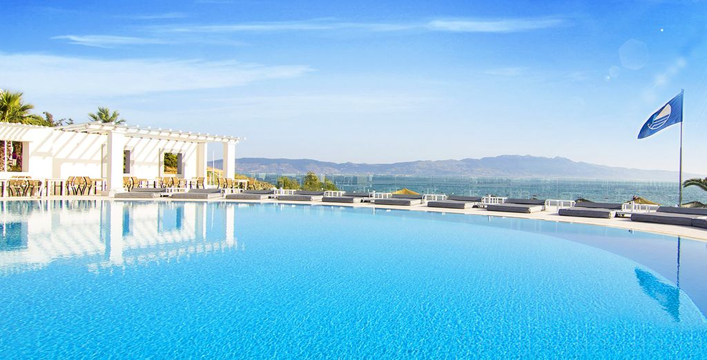 Benvenuti al Charm Beach Resort 4*