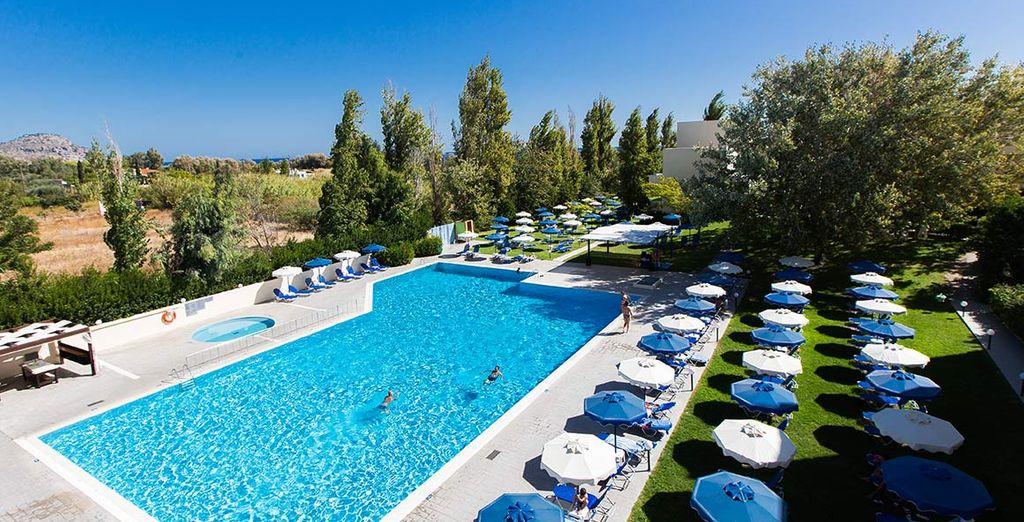 Rilassatevi a bordo piscina e godete del trattamento All Inclusive compreso nelle offerte