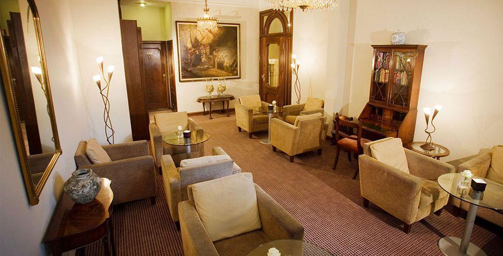 Un incantevole boutique hotel integrato in un palazzo antico vi dà il benvenuto