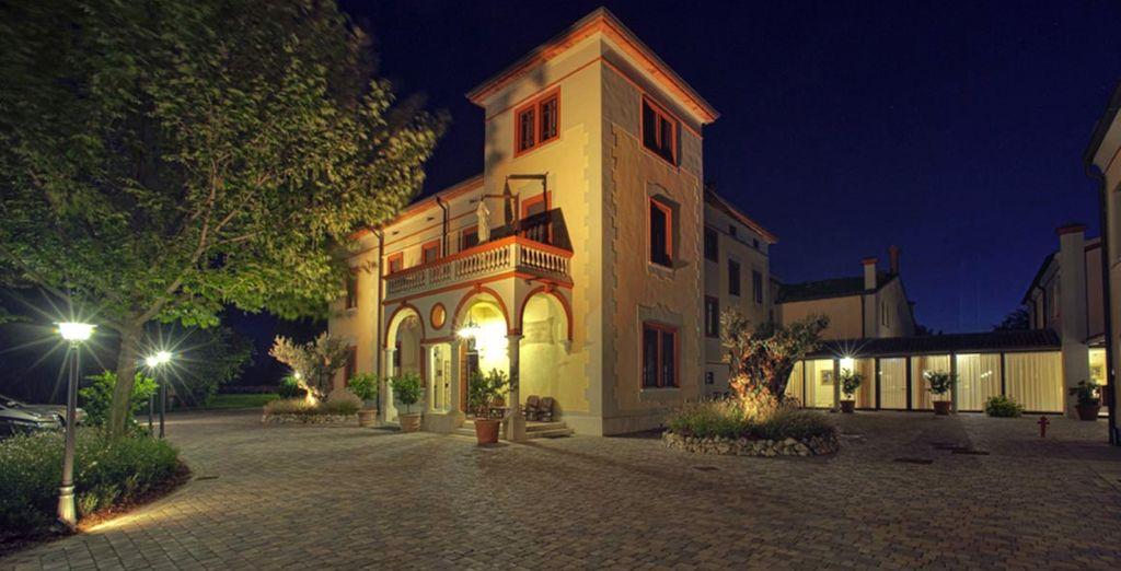 Il Resort Villa dei Tigli vi accoglierà nei suoi ambienti raffinati
