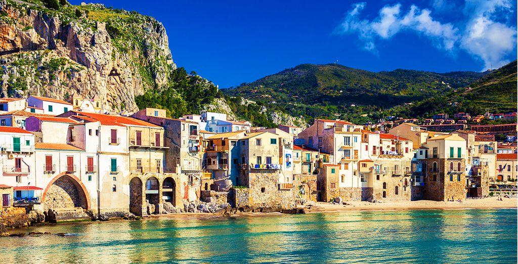 Rimarrete senza fiato ammirandone la Rocca che si specchia sul mare azzurro e trasparente