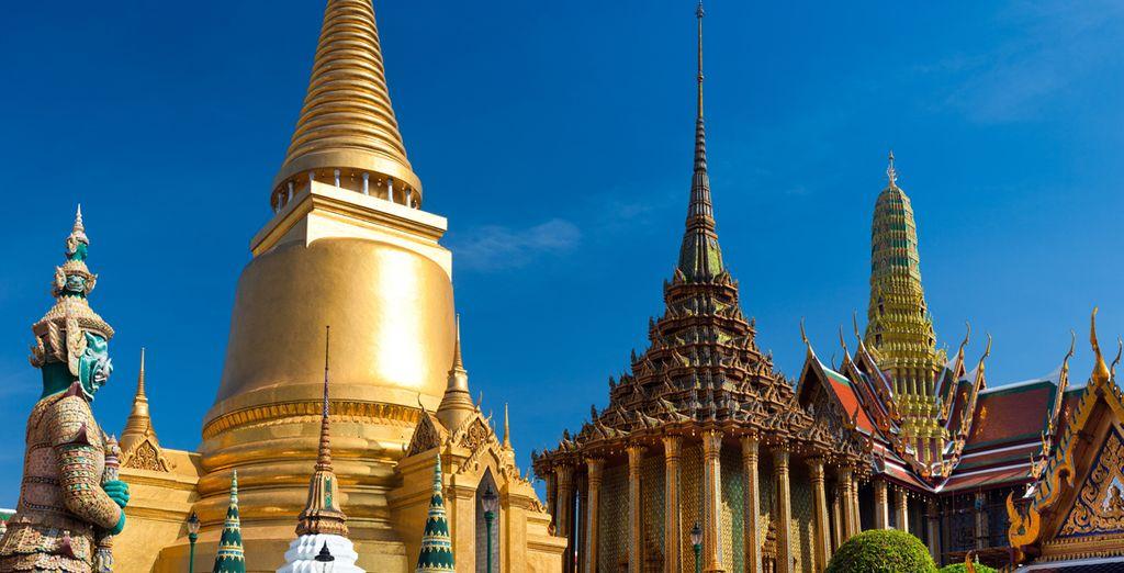 Templi e tesori sfavillanti vi attendono per essere visitati come il bellissimo tempio Wat Phra Keo