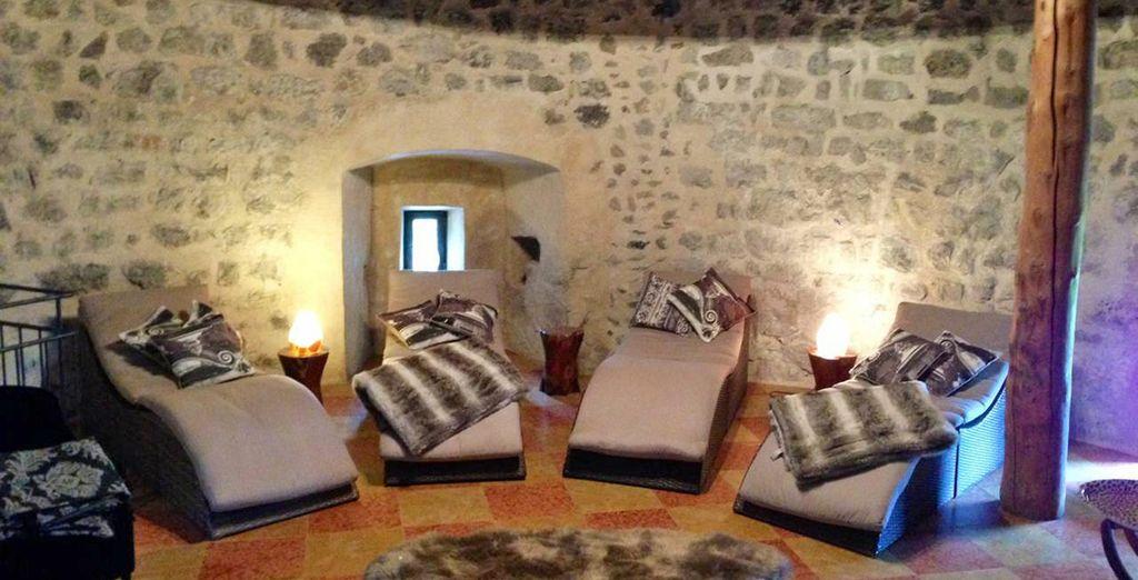 La splendida spa si sviluppa su 5 piani in una delle torri del castello, l'oasi di benessere per coccolare corpo e mente