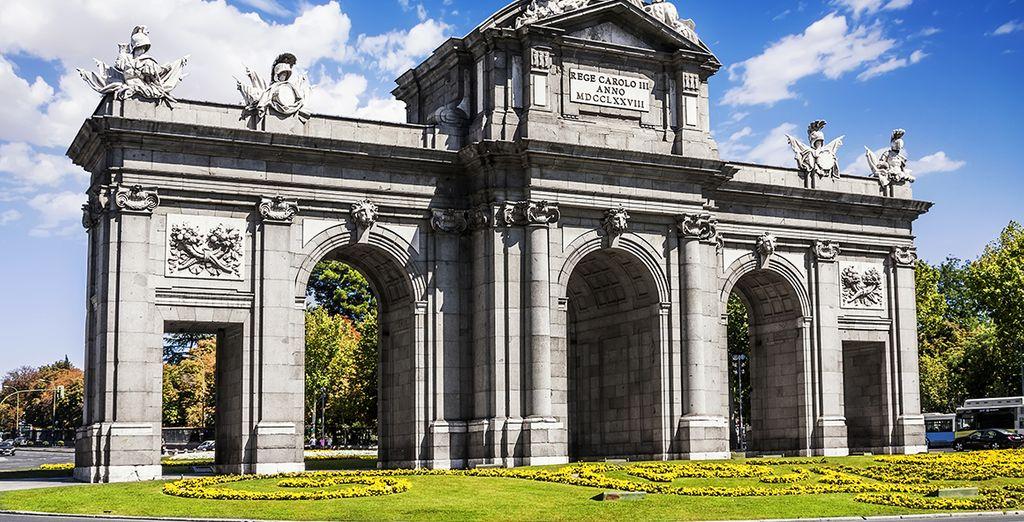 Partite alla scoperta della capitale, visitando la Puerta de Alcalà