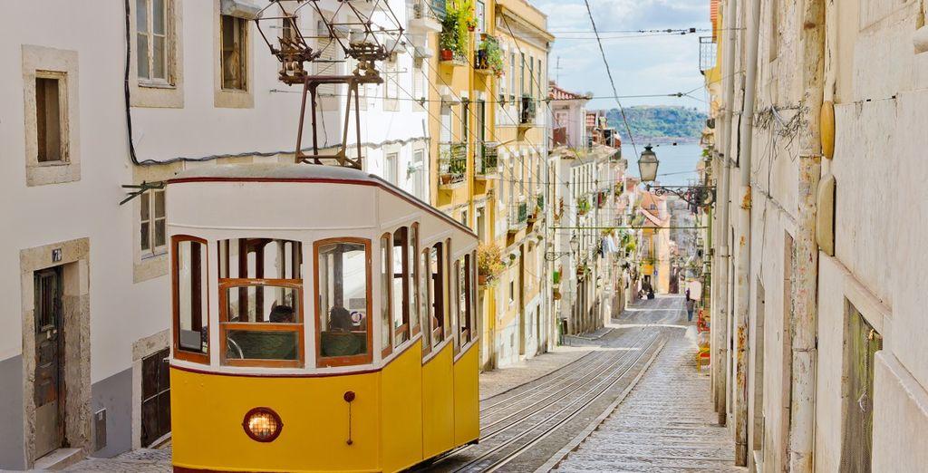 Viaggiate nel centro storico con il celebre tram portoghese