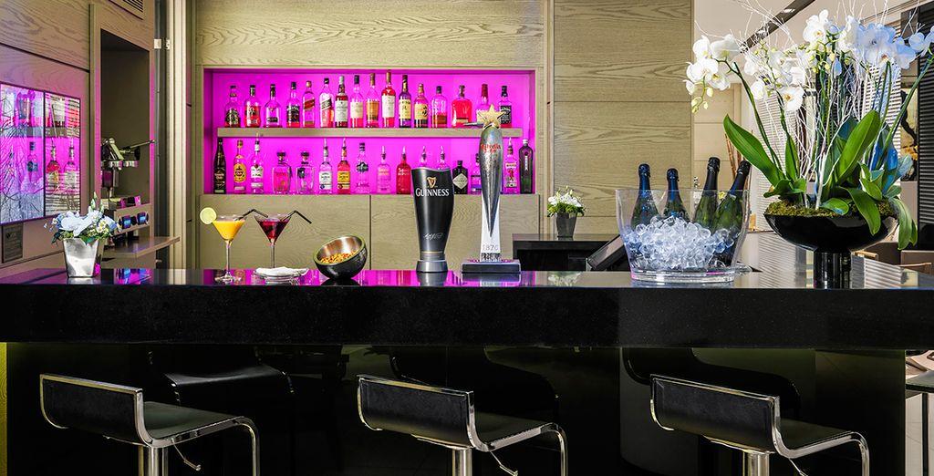 Ordinate un cocktail al bar