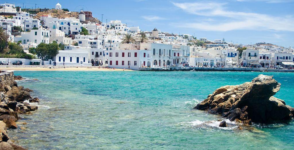 e il mare turchese dell'isola