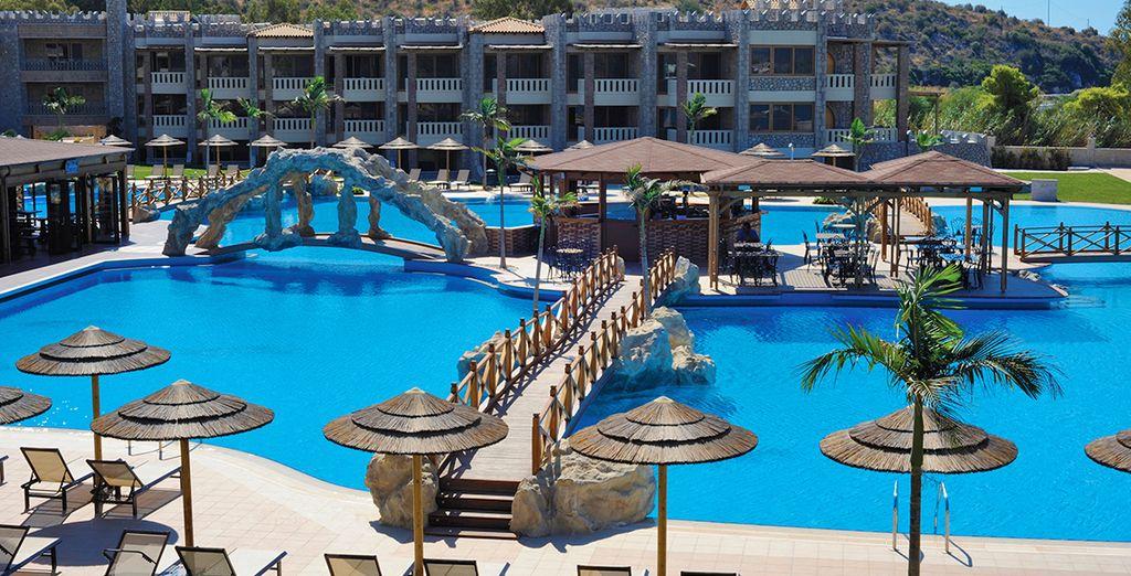 Grazie alla zona solarium con lettini ed ombrelloni gratuiti per gli ospiti dell'hotel