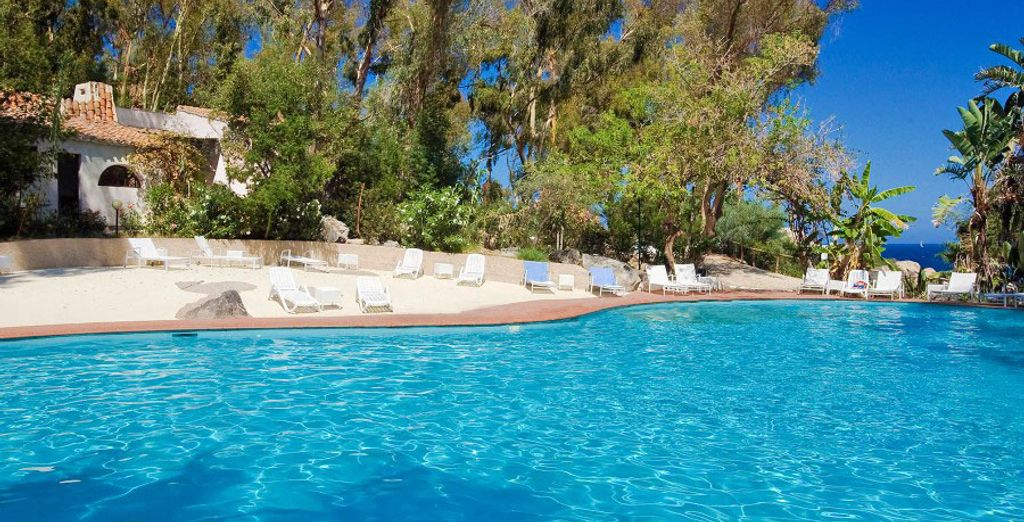 Potrete inoltre concedervi una nuotata rigenerante presso la splendida Piscina Relax