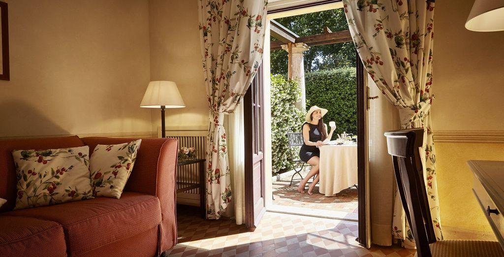 o in eleganti camere Romantic con patio come upgrade gratuito in base alla disponibilità