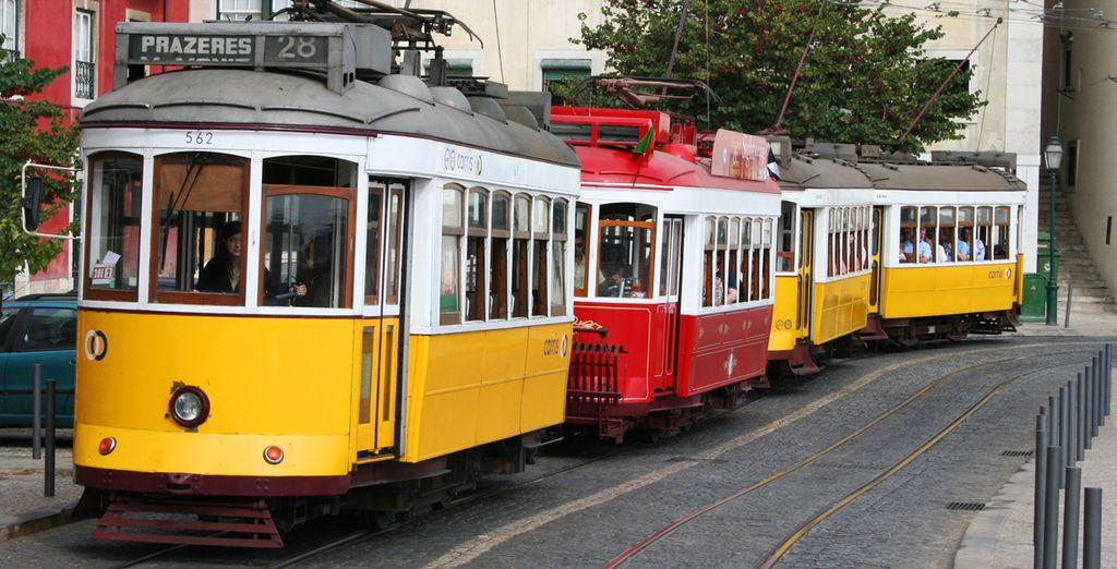 Lisbona è perfetta per essere visitata a piedi o utilizzando i tipici tram