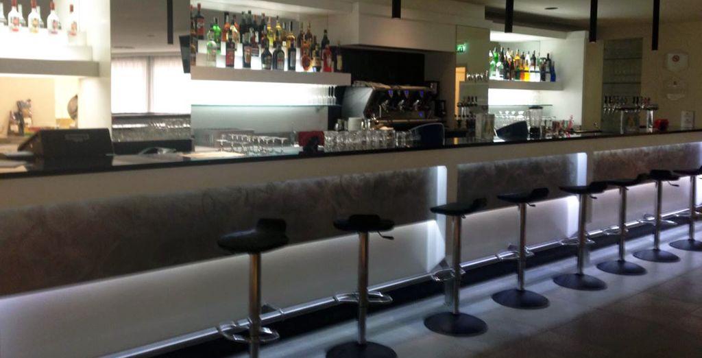 Sorseggiate un drink al lounge bar