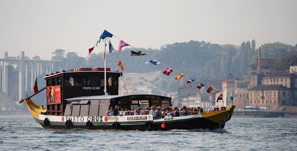 Voyage Privé vi offre la possibilità di vivere la città da una prospettiva inedita con una crociera sul fiume Douro
