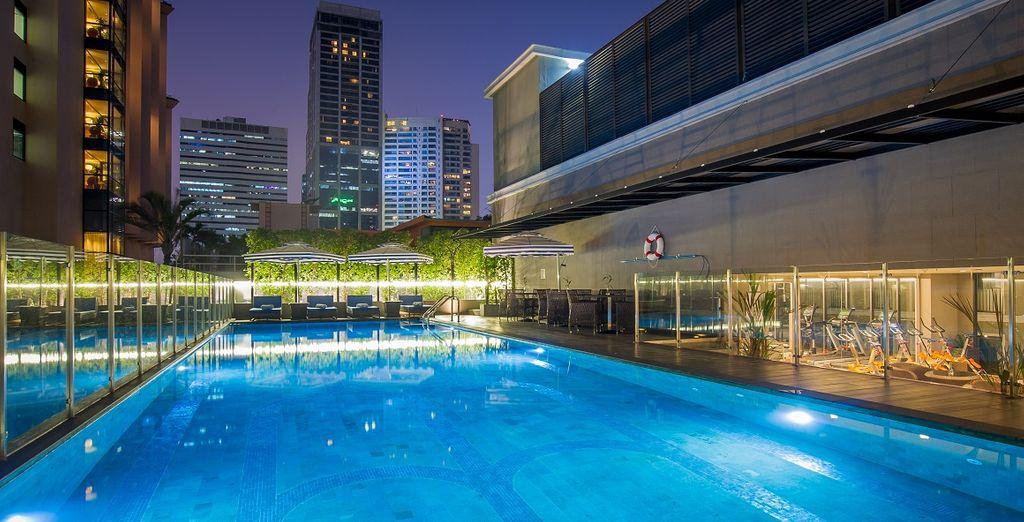 Rilassatevi nella piscina all'ultimo piano
