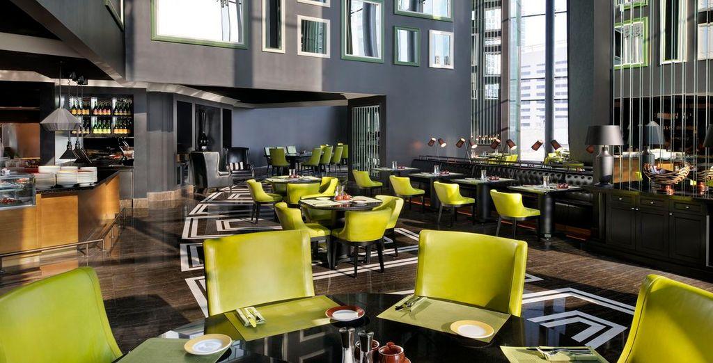 L'hotel vanta ambienti moderni e curati in ogni dettaglio