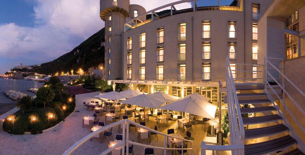 Incantevoli e suggestivi panorami caratterizzano questo hotel di grande fascino