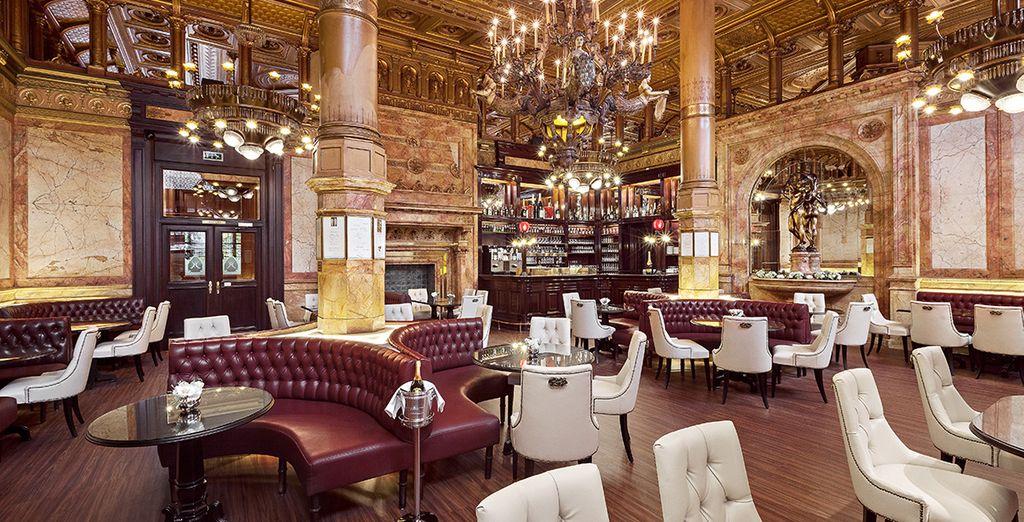Un palazzo storico dagli interni eleganti