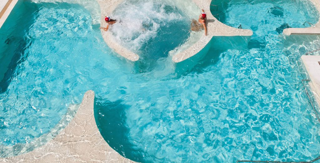 Immergetevi nella piscina termale all'aperto