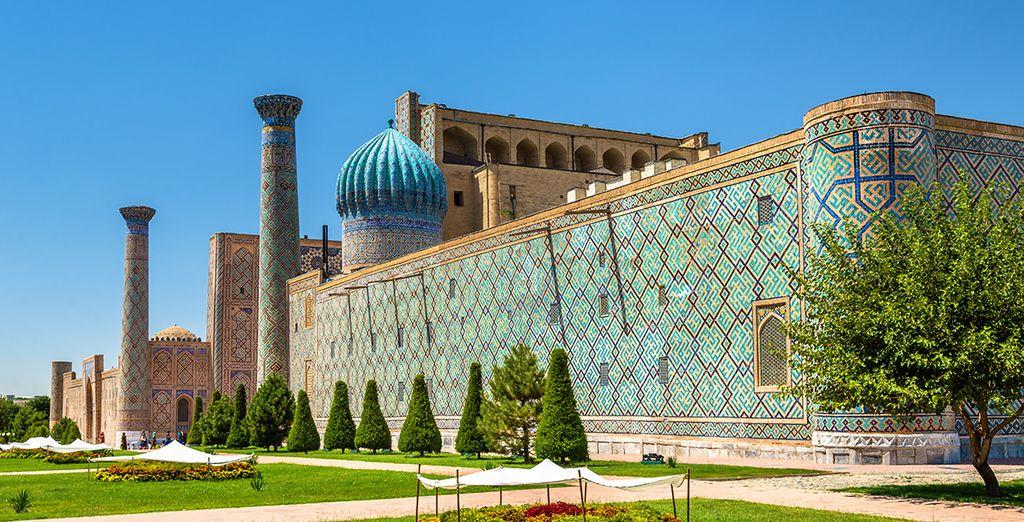 Magica, misteriosa e stupenda con i suoi mosaici e lapislazzuli dell'arte islamica