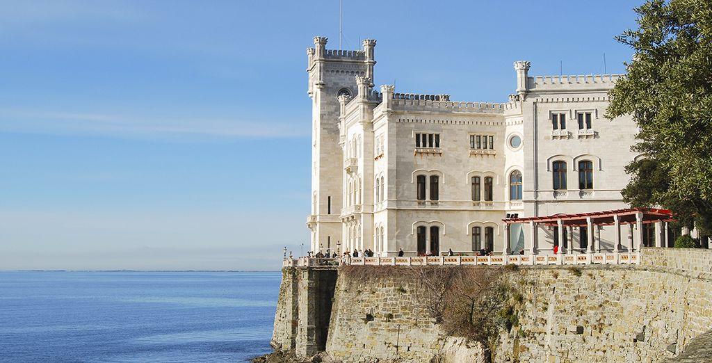 Visitate le meraviglie storiche come il Castello di Miramare