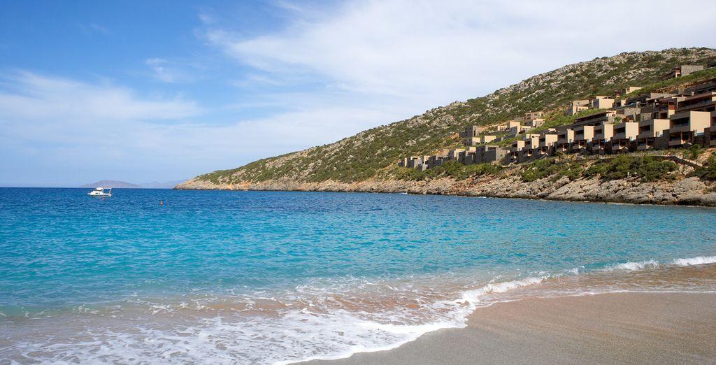 Sabbia e mare calmo per il vostro relax, tutto da vivere nella vostra vacanza a Creta.