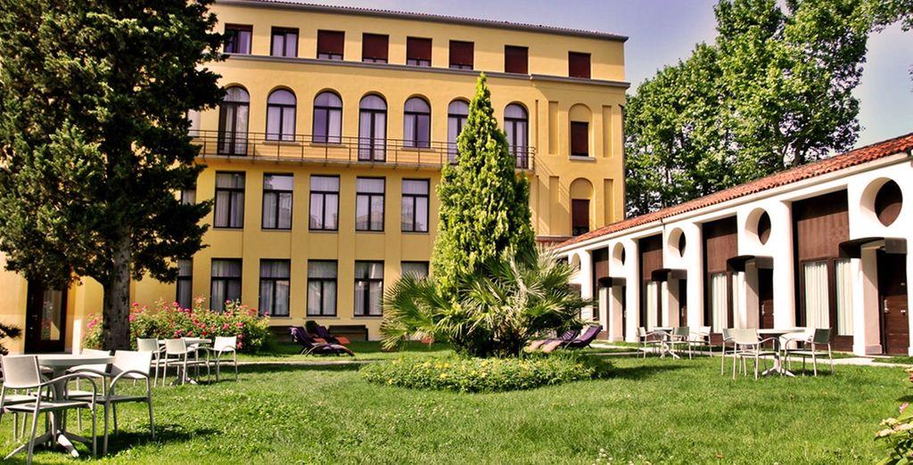 Il Best Western Premier Hotel Sant'Elena 4* è pronto ad accogliervi incantandovi grazie ad uno splendido giardino naturale