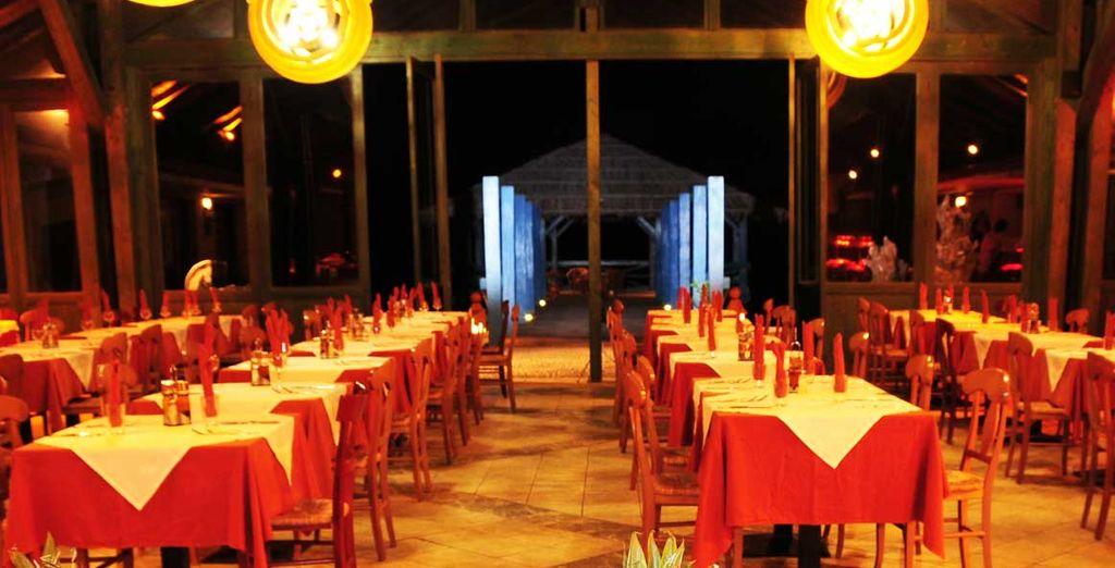 Il villaggio dispone di due bar e di un ristorante