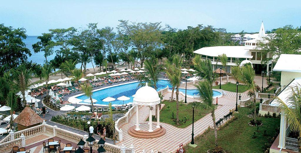 Godete della piscina e dei molteplici servizi del resort