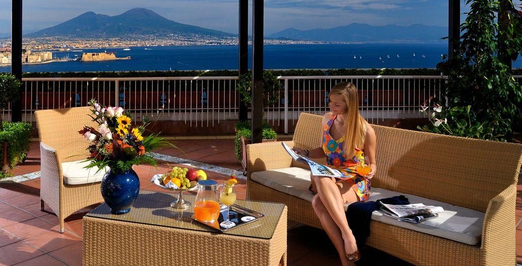 Dal solarium potrete ammirare Napoli e il Vesuvio in tutta la loro bellezza