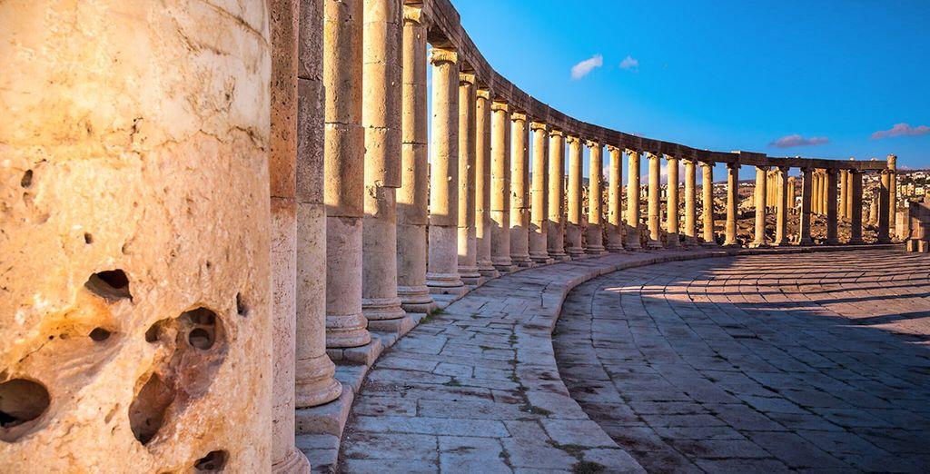 Visiterete Jerash, la Pompei d'Oriente a circa a 50 km da Amman, una delle città di epoca romana meglio conservate al mondo