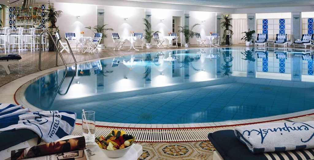 Hotel di lusso a 5 stelle con piscina interna riscaldata, bar e area relax
