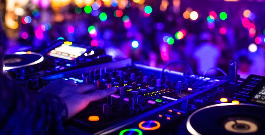 con DJ set, spettacoli ed eventi