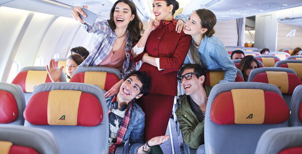 A bordo dei voli Alitalia sei connesso anche a 10.000 metri d'altezza.