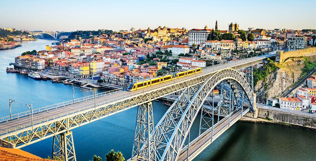Fotografia della città di Porto in Portogallo e del ponte sul Douro