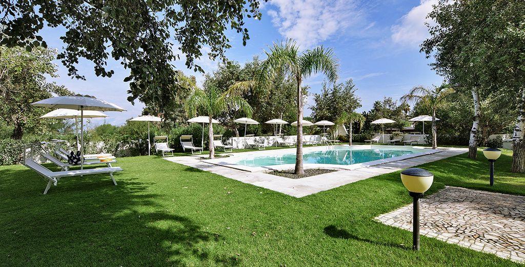 Trascorrete pomeriggi di relax negli incantevoli giardini dell'hotel