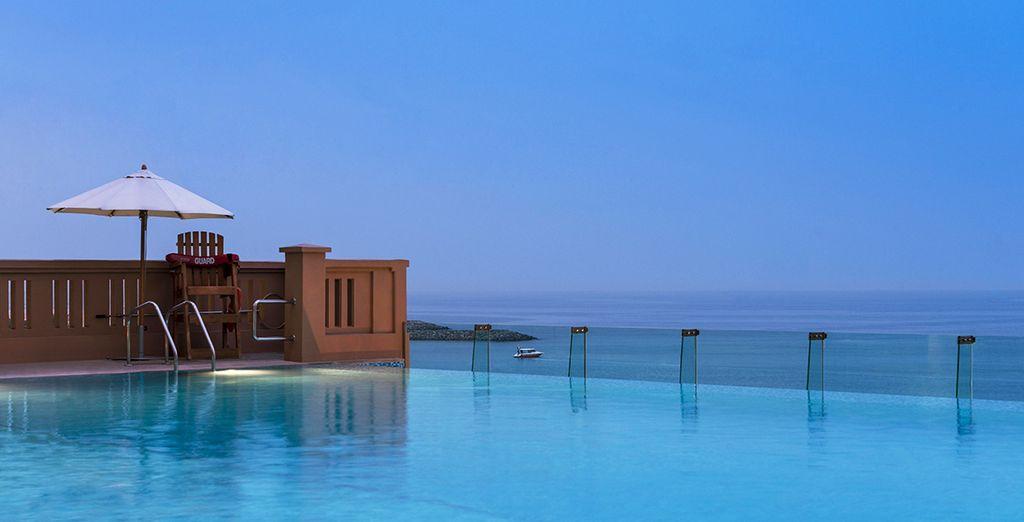 La piscina con vista mare per momenti di totale relax
