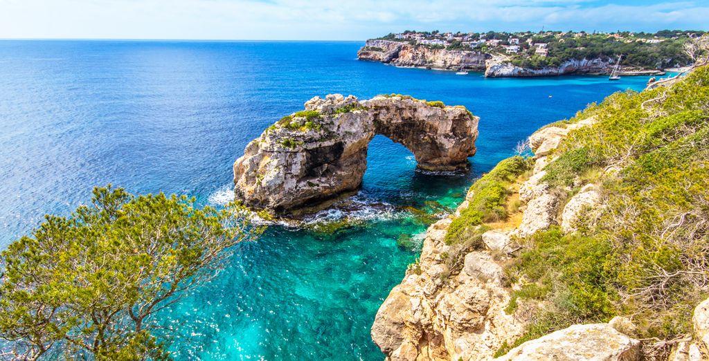 Coste rocciose e spiagge di sabbia fine nelle Isole Baleari