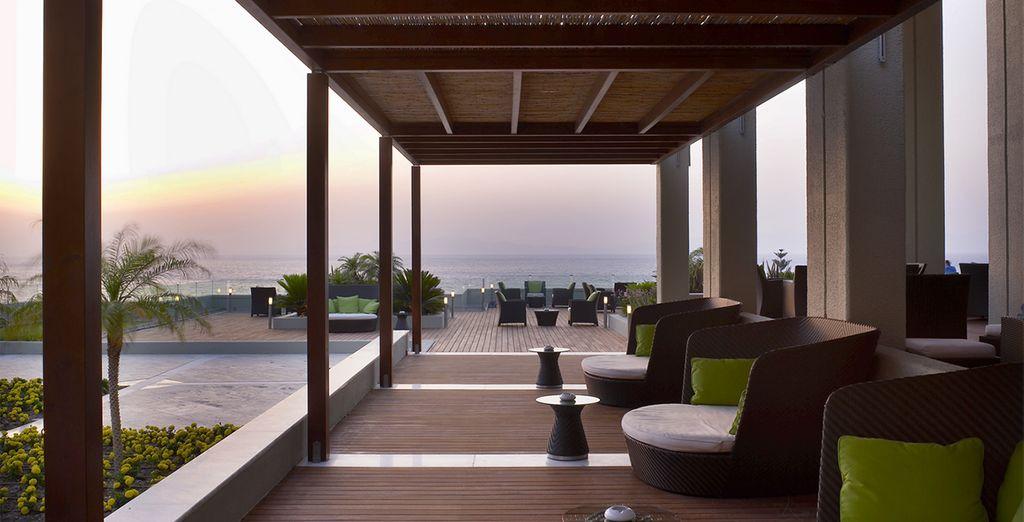 Rientrati nella struttura, godetevi il relax mentre osservate gli splendidi tramonti di Rodi