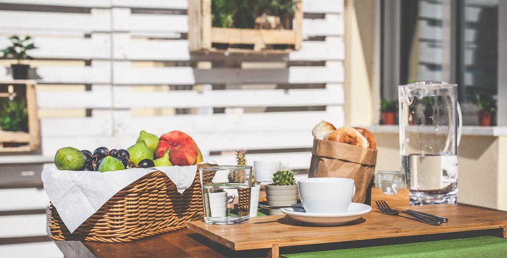 Gustate una golosa colazione biologica al ricco buffet