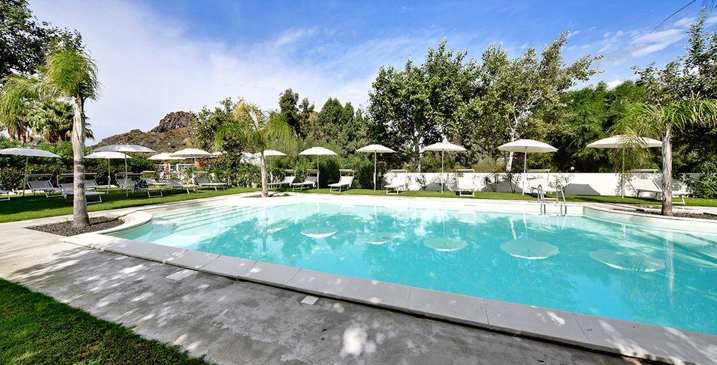 Fate un tuffo in piscina, accarezzati dai raggi del sole...
