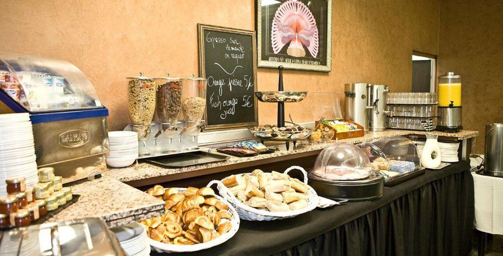 La colazione viene servita a buffet ogni mattina