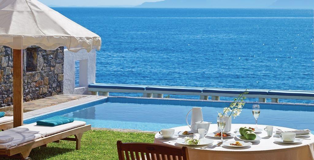 O semplicemente godetevi una cena romantica con vista sulla piscina