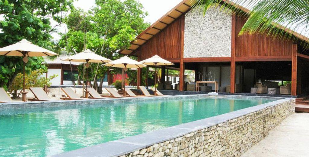 Of neem een frisse duik in het schitterende zwembad