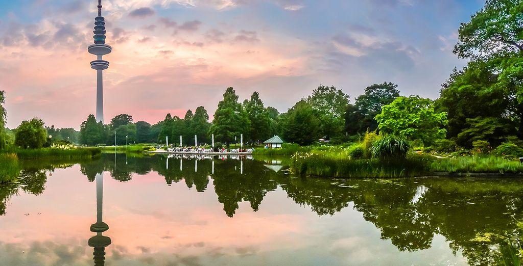 Maar ze is het hele jaar door prachtig met maar liefst 64 km grachten en parken, de groene long van Duitsland!