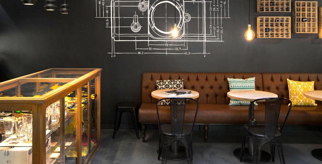 Vintage meubels en industriële afwerkingen geven dit stedelijke hotel een aparte toets