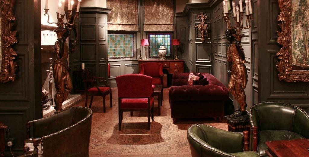 De klassieke stijl van het hotel zal u terugvoeren in de tijd