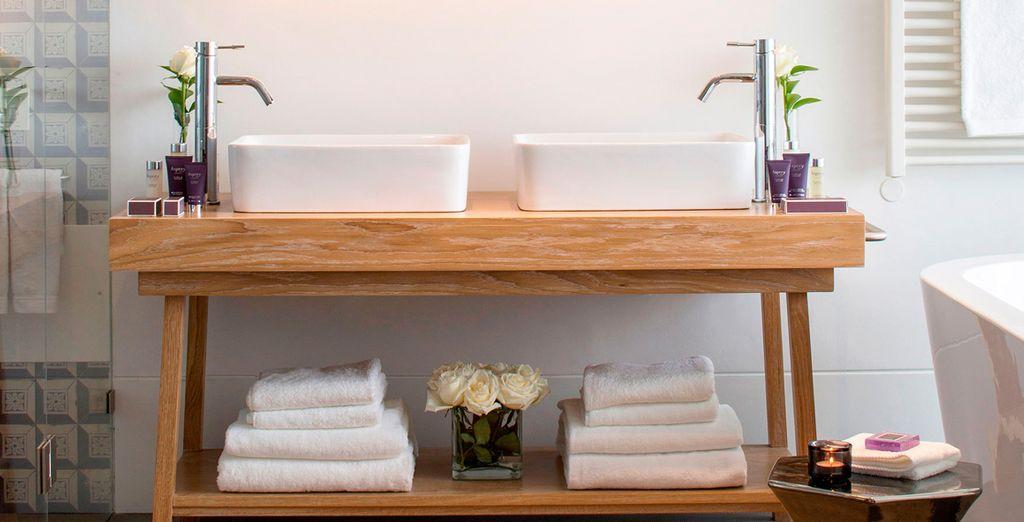 En zijn uitgerust met een moderne badkamer ...